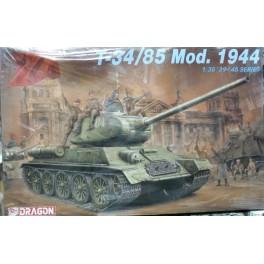 Tankas T-34/85 1944